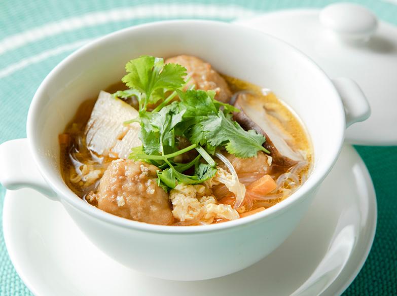 肉だんごの酸辣湯風スープ